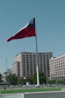 Die große Fahne auf der Avenida O'Higgins